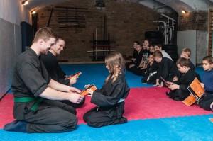 Gyerek ninja - öv vizsga oklevél átadás