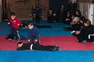 Tanuki gyerekedzés - ugrásgyakorlat ninjutsu edzésen